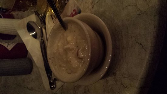 Captain Al's Restaurant & Tiki Bar: Cold clam chowder, if it were hot I think it would have been good