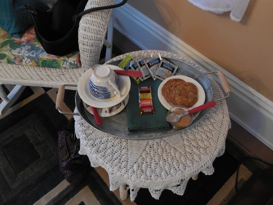 Amanda's Bequest - A Heritage Immersion Bed & Breakfast: cookies and tea set up and waiting....nice!