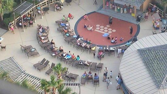 Embassy Suites by Hilton Myrtle Beach-Oceanfront Resort : Activity stage dancing, etc.