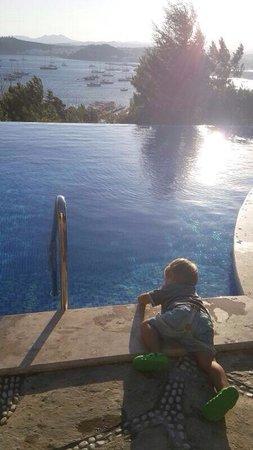 Hotel Manastir: Yeni havuzz