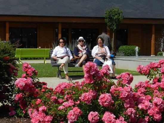 La Rôtisserie: No entorno muitas flores