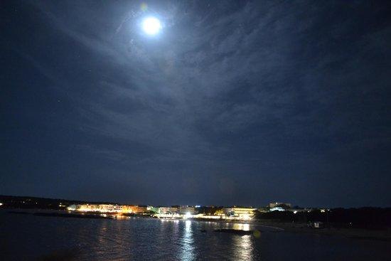 Hotel Roca Bella: Vista di Es Pujols la notte dalla ns terrazza
