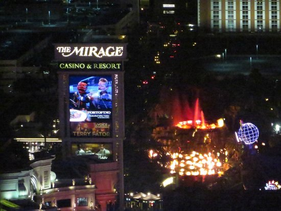 Eiffel Tower Experience at Paris Las Vegas : Volcano show at The Mirage is a bit distant from the Eiffel Tower