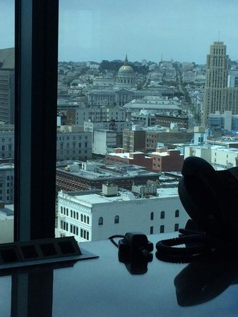 InterContinental San Francisco: View of SF City Hall from the desk in the room