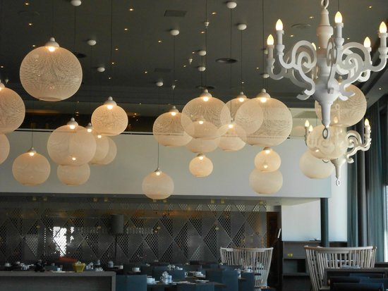 Scandic Ishavshotel: The ground level - bar, breakfast area and restaurante