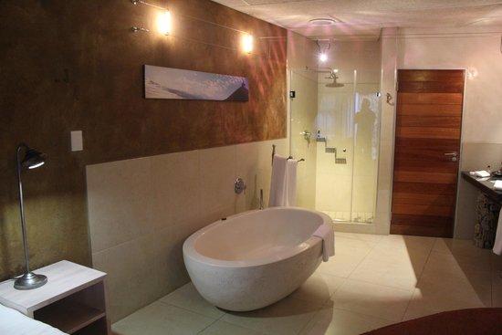 African Rock Hotel: Vista banheiro