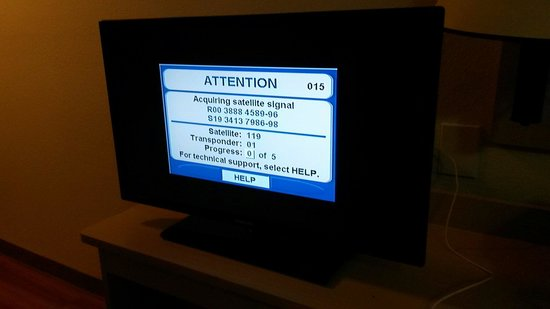 Motel 6 Corpus Christi Northwest: Really?  Lol I had to find channels that weren't lost!  Ugh.