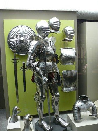 Musée royal de l'armée et de l'histoire militaire : Зал рыцарских доспехов