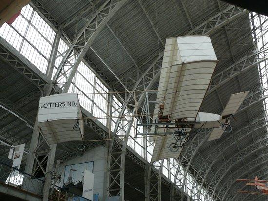 Musée royal de l'armée et de l'histoire militaire : Заря авиации