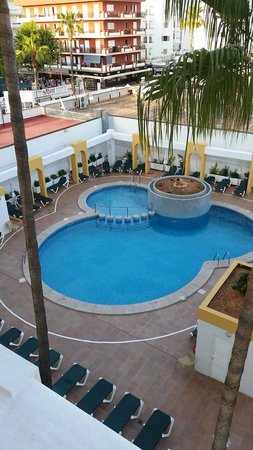 Protur Atalaya Apartments : The pool no probs with sun beds