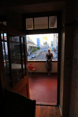 Long Street Backpackers: Balcony over Long Street