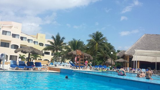 Viva Wyndham Maya - An All Inclusive Resort : Piscina