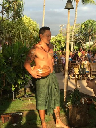 Old Lahaina Luau : Pre dinner entertainment and education