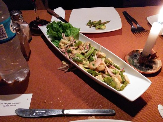 Tres Keros Restaurant Grill & Bar : The best salad ever
