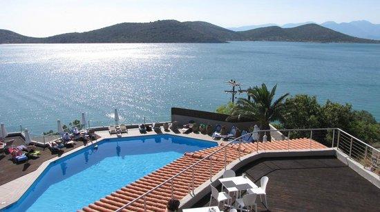 SENTIDO Elounda Blu: Piscine vue de la terrasse du restaurant