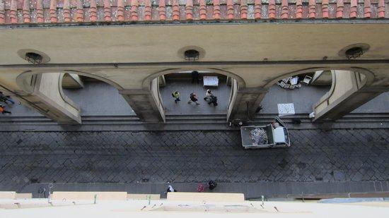 Hotel Degli Orafi : Vasaris Korridor lige nedefor