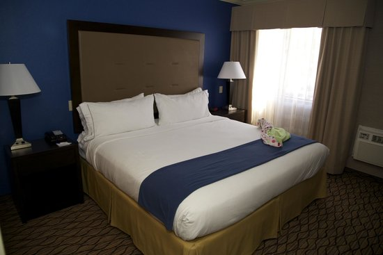 Holiday Inn Express Port Hueneme: Bedroom