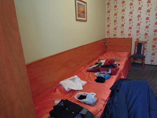 Central Green Hotel: La camera con letti singoli che combaciano piede a piede (e meno male che eravamo una coppia!!!!