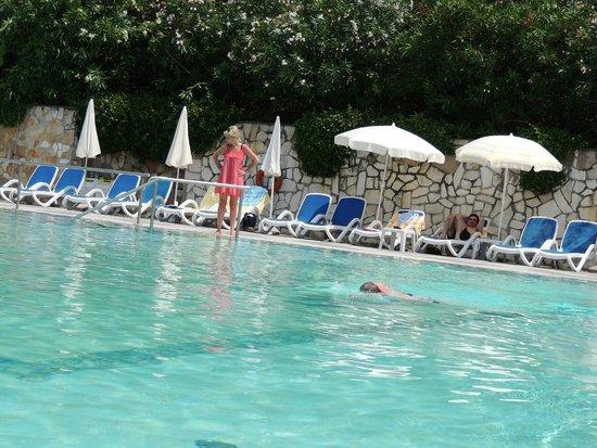 Hotel La Perla: Pool