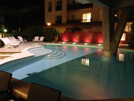 Hotel Desenzano: Pool by Night
