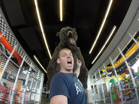Discovery Park of America: 8ft Bear greeting you at the door