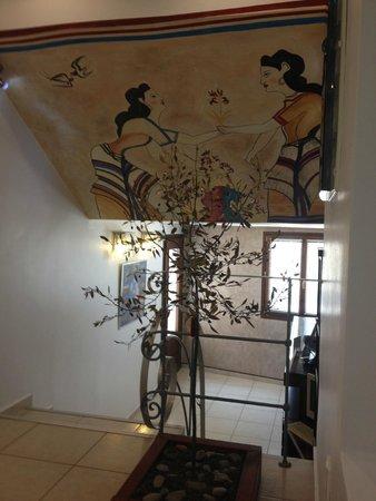 Amerisa Suites: В холле