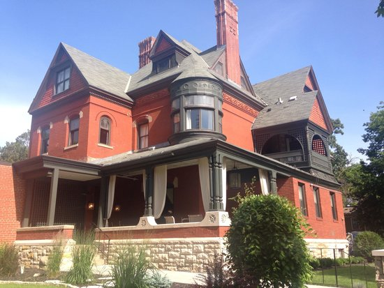 The New Victorian Mansion Bed and Breakfast: Beautiful B&B