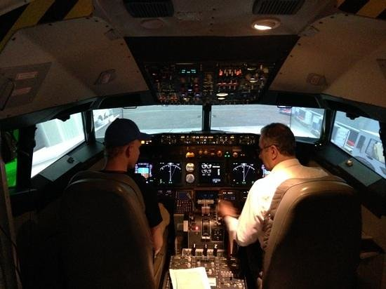 Simuteca: Inside the Boeing 737 Flight Simulator...