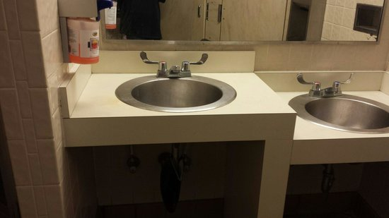 Upper Tampa Bay Park: Ladies bathroom