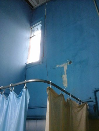 Gran Hotel: the torture shower