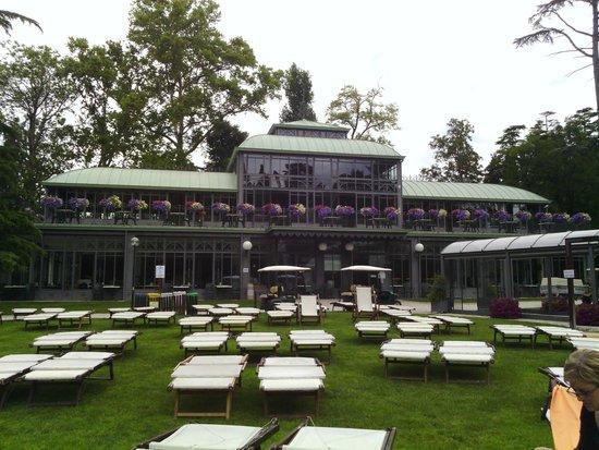 Parco Termale del Garda: zona lettini e zona ristoro