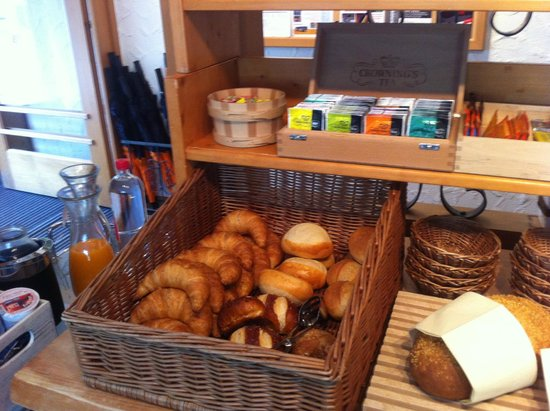 Hotel Cabana: Breakfast pastries