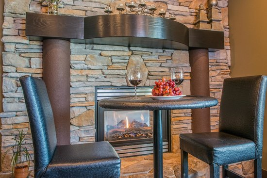 Podollan Inn: Dine by the fireplace