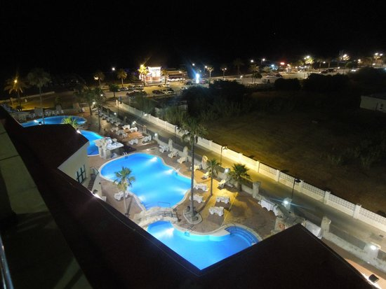 Marconfort Beach Club Hotel: pools at night