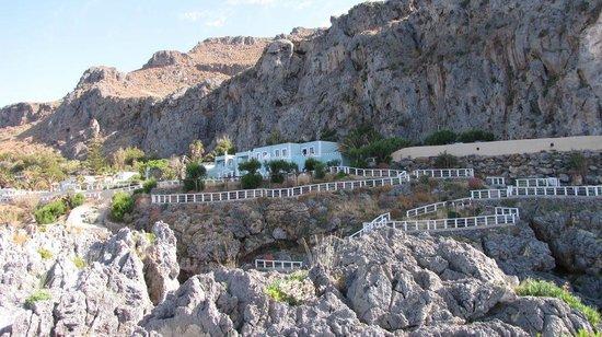 Kalypso Cretan Village: L'hôtel vu de la presqu'île en face