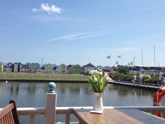 Southwold Boating Lake and Cafe: Beautiful View from the tearoom overlooking the lake