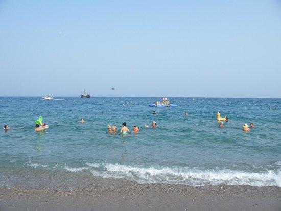 Larissa Club Saphire Hotel : Море, галька