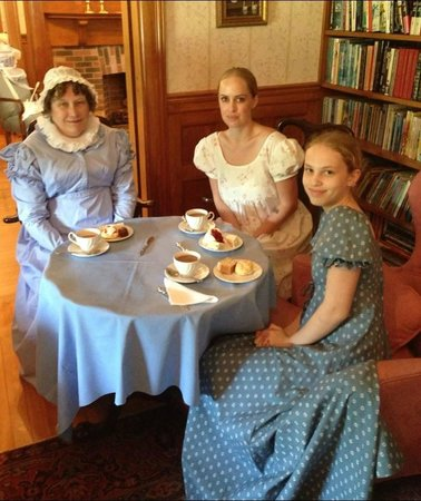 Governor's House in Hyde Park: Tea time in Library