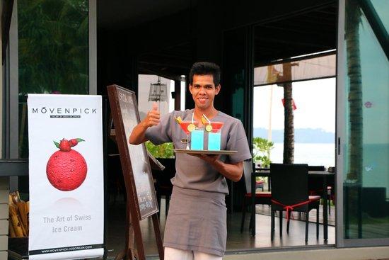 Chongfah Beach Resort: Cocktail hour