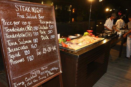 Chongfah Beach Resort : Steak night. One of the theme nights