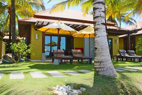 Chongfah Beach Resort : our sea view bungalow