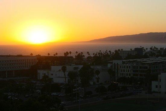 Le Meridien Delfina Santa Monica : Sunset over the Pacific