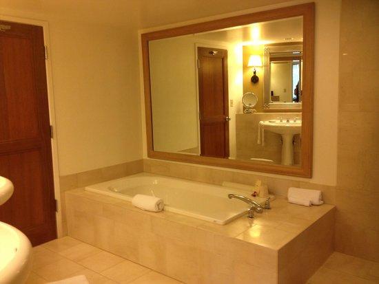 Fairmont Kea Lani, Maui : Bathtub
