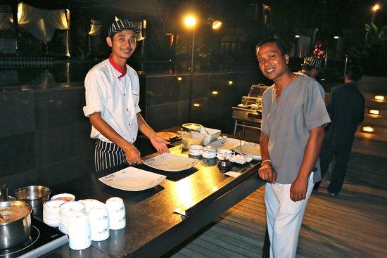 Chongfah Beach Resort : theme night dining