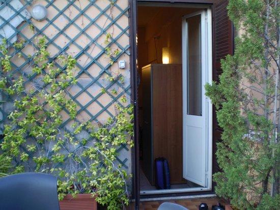 Hotel Lazzari: porta della camera sulla terrazza