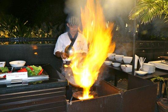 Chongfah Beach Resort : theme night chef