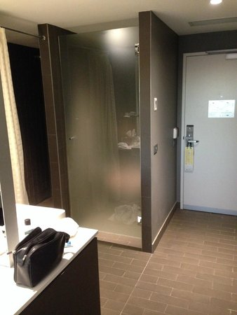 Rydges Sydney Airport Hotel: Why? Just wrong!