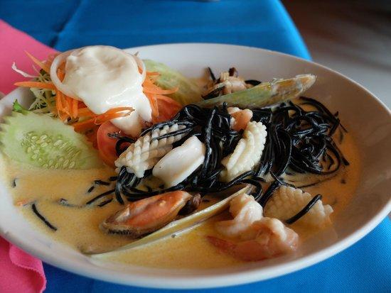 Best Western Phuket Ocean Resort: Черные спагетти в сливочном соусе, очень вкусно