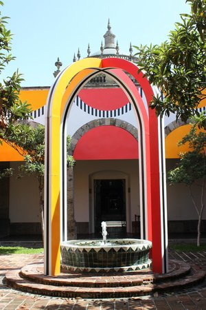 Instituto Cultural Cabanas: Courtyard