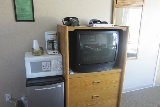 Siesta Motel Colfax: Coffee and TV. The green sign has prices in case things turn up missing from your room, such as